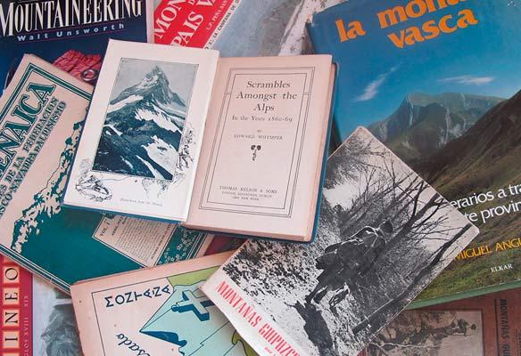 Foto de libros relacionados con el montañismo vasco