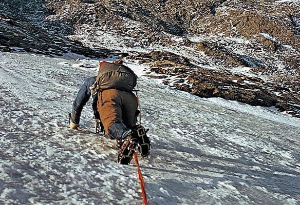 Gregorio Ariz escalando la cara norte del Cervino  en 1973 (G. Ariz)