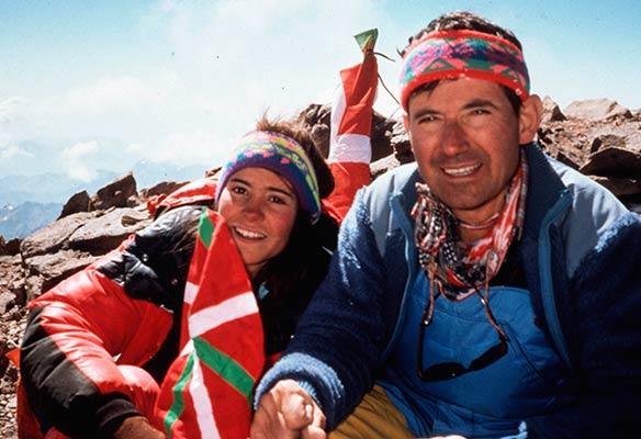 Nerea Ariz, con 14 años, junto a su padre Gregorio, en la cumbre del Aconcagua en 1991 (Foto J. Bereziartua. Archivo G. Ariz)