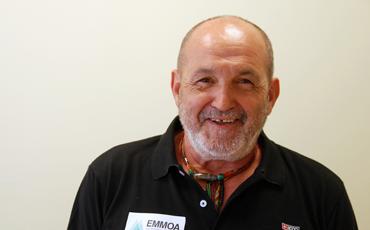 Juanito Oiarzabal apoya a EMMOA