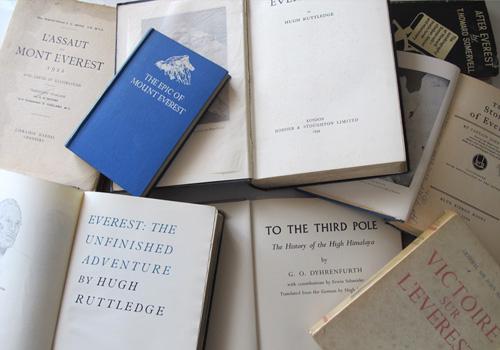 Colección de libros sobre el Himalaya donados al Museo EMMOA