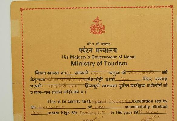 Diploma Nepalí que certifica el ascenso al Dhaulagiri 1979 - G. Ariz